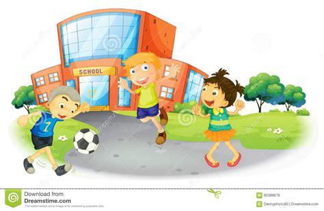 clipart bambini che giocano bambini che giocano a calcio alla scuola illustrazione