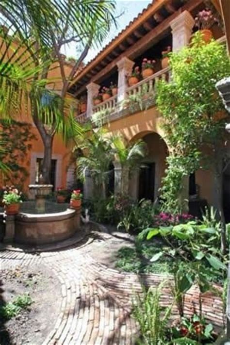 25 best ideas about mexican courtyard on
