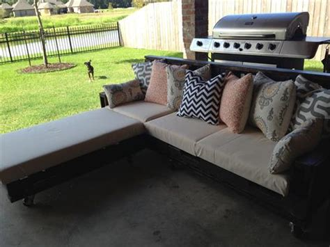 Sectional Made Out Of Pallets by Sectional Made From Pallets Pallets Designs