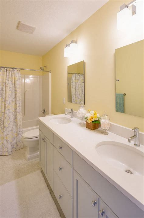 bathroom walls painted with benjamin moore hc 6 windham cream paintbox light neutral