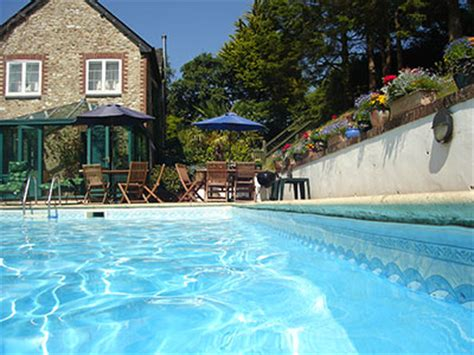cottages with swimming pool