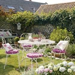 Pretty country garden garden decorating wire garden furniture