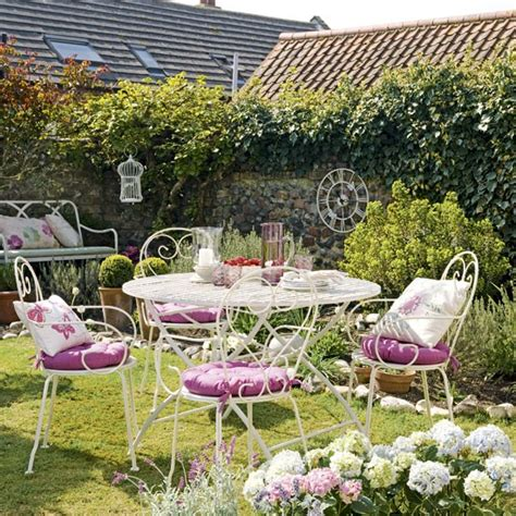 Pretty Backyard Ideas by Pretty Country Garden Garden Decorating Wire Garden