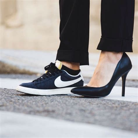 imagenes de zapatillas negras de moda tendencias primavera 2014 looks con zapatillas deportivas