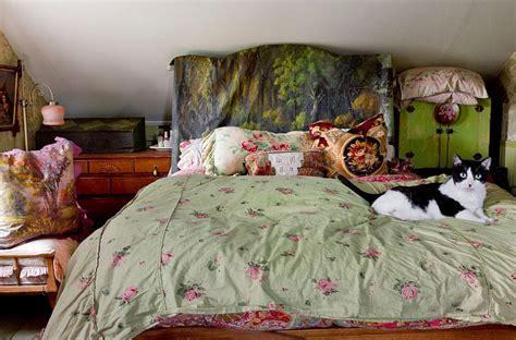 painted wood headboard 30 ingenious wooden headboard ideas for a trendy bedroom