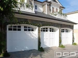 choosing   coastal style garage door dynamic