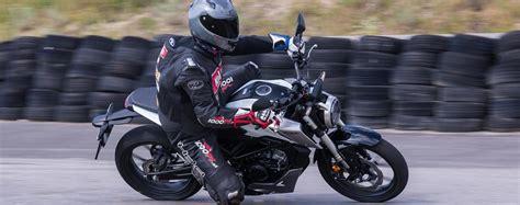 125 Motorräder Im Vergleich by 125er Vergleich Honda Cb125r Test Testbericht