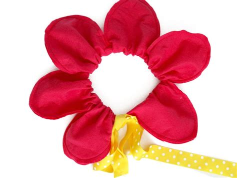 how to make a flower costume with pictures wikihow easy diy halloween costume idea flower with big petals