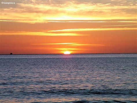 sulla spiaggia sardegna alba sulla spiaggia 2 la caletta sardegna 2007 juzaphoto