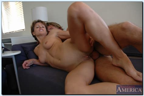 Mature Slut Cori Gates Seduces A Younger Lad To Please Her Hungry Pussy