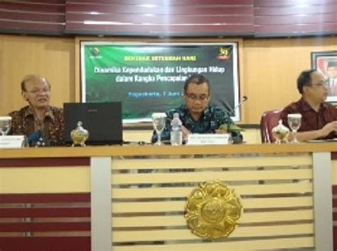 Indonesia Menghadapi Gagasan Millineum Development Goals Mdgs Universitas Gadjah Mada Capai Mdgs 2015 Indonesia Hadapi