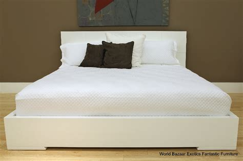 Full Size Bed White High Gloss Frame Finish Geometric