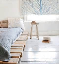 Pallet Platform Bed Diy Wooden Pallet Platform Bed For New Bedroom 101 Pallets