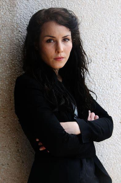 dragon tattoo actress ezzi ink girl with a dragon tattoo