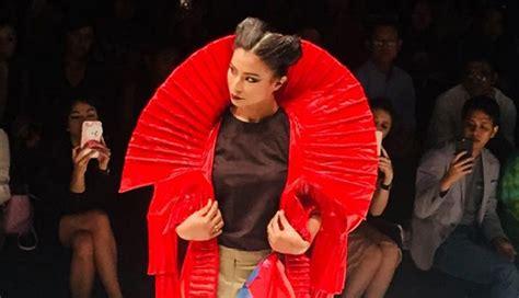 Bio Di Jakarta busana bio plastik di jakarta fashion week 2018