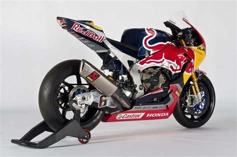 superbike honda red bull honda world superbike team debuts asphalt rubber