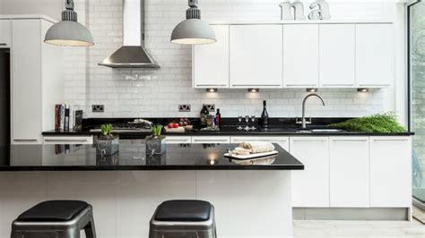cocinas en blanco  negro ideas  decorar westwing