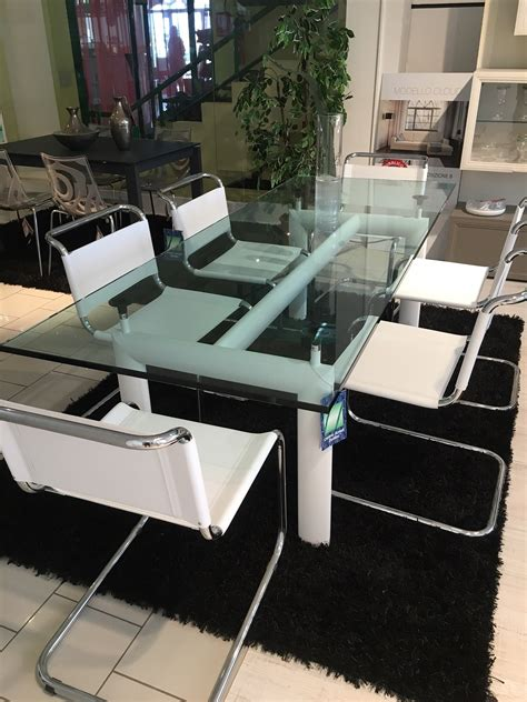 sedie le corbusier cassina le corbusier tavolo cristallo e sedie jacobsen in