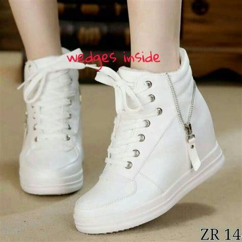 Sepatu Wanita Sepatu Boots Rantai Putih jual sepatu sneakers wedges boots putih sepatu kets wanita murah enway