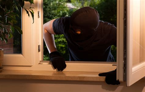 burglar confessions what do burglars look for livsecure