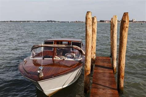 motor boat venice airport shared water taxi transportation from centre or lido to