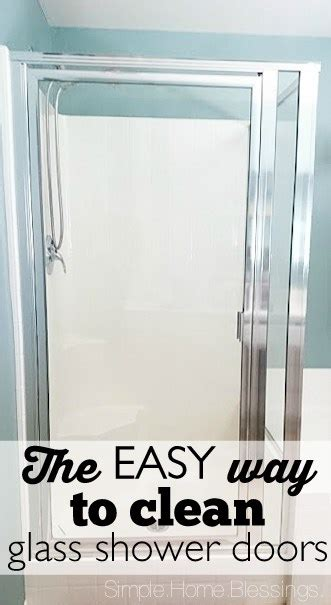 how to clean bathroom mirror without streaks