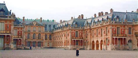 File:Chateau de versailles cour