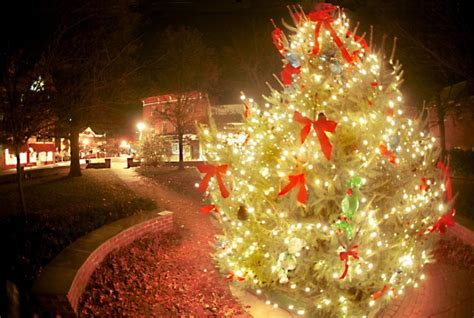 easton to celebrate christmas with parade tree lighting
