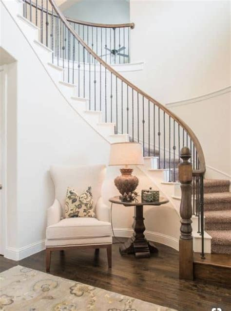 How To Decorate A Small Hallway And Stairs