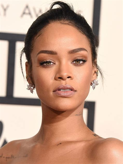 Silly Makeup At The Grammys by 25 Best Ideas About Rihanna Makeup On