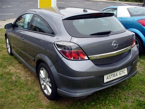Opel Astra 1 6 by Opel Astra Gtc 1 6 Photos And Comments Www Picautos