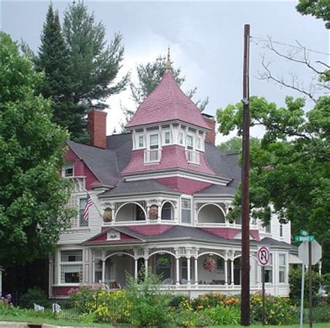 queen anne style victorian beach house love victorian homes just hard to