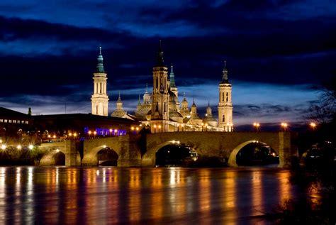 saga els pilars de zaragoza churros con chocolate y la catedral mas bonita