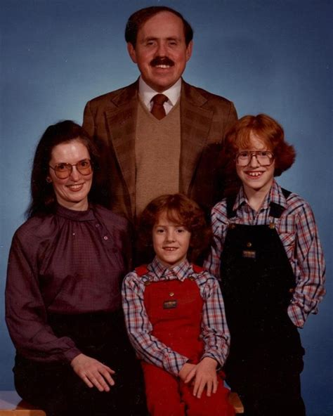 8 Funniest Families by Family The Worst Family Portraits Daily