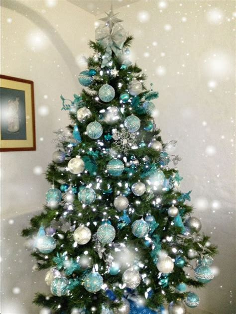 blue and silver cone christmas tree m 225 s de 25 ideas incre 237 bles sobre decoraciones para 225 rboles de navidad en