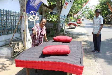 Sapu Lidi Kasur idul adha di depan mata yuk intip tradisi unik di beberapa daerah dalam merayakan idul adha