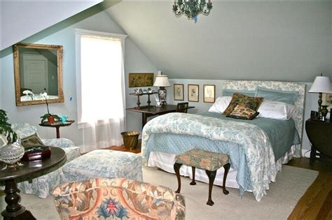 master bedroom sloped ceiling   slanted ceiling