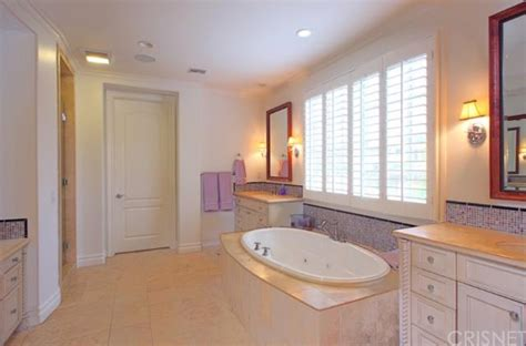 kylie jenners bathroom report kylie jenner buying 2 7m home near kourtney and khloe
