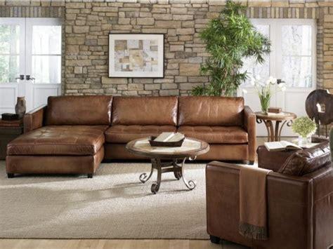 braunes wohnzimmer hell braunes sofa aus leder im wohnzimmer mit