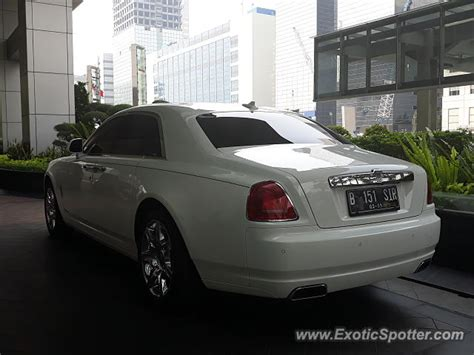 roll royce indonesia rolls royce ghost spotted in jakarta indonesia on 06 10 2018