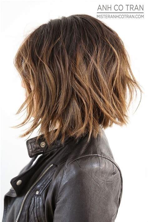 textured layered wavy hair by anh co tran hair with a de 25 bedste id 233 er om mellemlangt h 229 r p 229 pinterest
