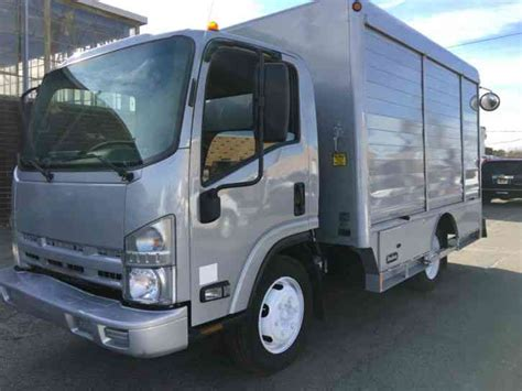 isuzu nqr 2009 box trucks
