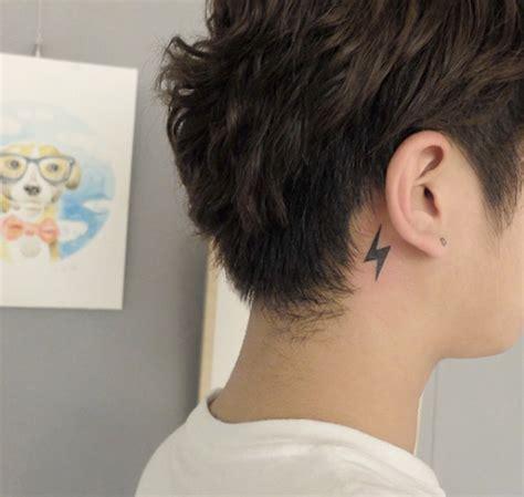tattoo behind ear job 40 amazing behind the ear tattoos for women tattooblend