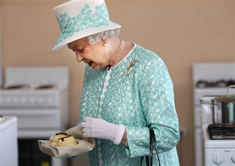 queen elizabeth chocolate biscuit cake eat like a queen nutrition experts weigh in on the queen