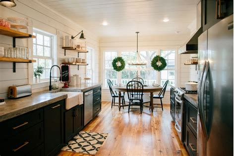 Faucet Sink Kitchen by Get The Look Fixer Upper B Amp B Farmhouse Kitchen House Of Hargrove