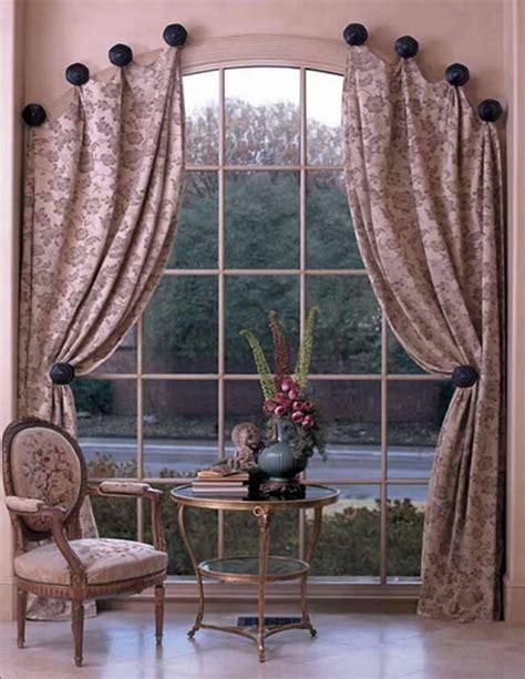 come appendere le tende tende alle finestre ad arco foto e idee di design