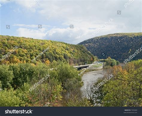 the delaware river divides pennsylvania and new jersey a picturesque view of the delaware water gap which