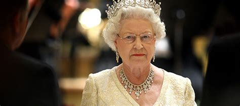 queen s estate invested 13 million in offshore tax havens uk queen named in paradise leaks