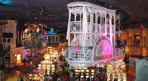 show in las vegas les spectacles gratuits 224 l int 233 rieur des casinos de las vegas