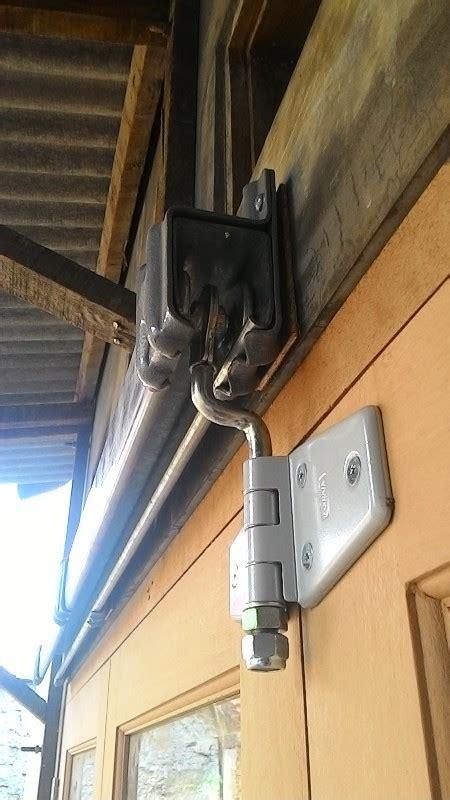 Engsel Pintu Kayu harga rel pintu geser geraiwina